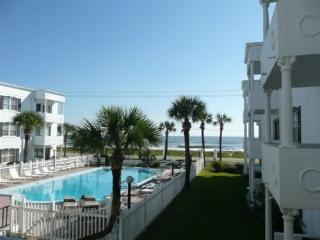 2 BR, 2 Bath, Fabulous Ocean/Pool View Condo, Ormond Beach