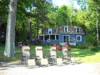 Swan Lake Waterfront Cottage A/C & Heat, Frankfort