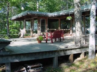 Secluded, waterfront deckhouse with panoramic view