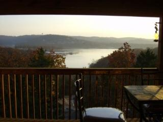 Lakeview Jacuzzi Condo/Pool/Hottub/SilverDollar Ci, Branson