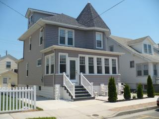 ** SINGLE BEACH HOUSE-4 BEDROOM -SLEEPS 10+, Wildwood
