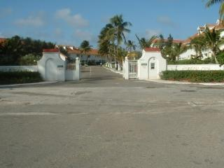Beautiful Oceanfront Townhouse, Nassau