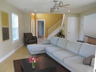 Chic and affordable 4 bedroom home, bike to beach!, Rehoboth Beach