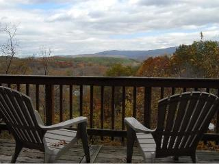 The Chalet-Shenandoah Valley Escape w/Hot Tub & Spectacular Mountain View