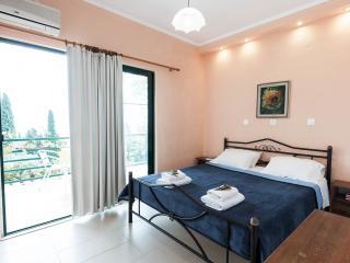 Andromaches Holiday Apartment Sea view apartmen 3P, Corfu Town