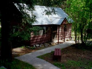 Bunk Haus (vacation rental cabin house)