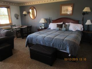 Cozy suite, 4th night free-king bed, jacuzzi, Davis