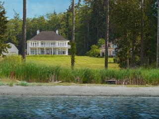 Hood Canal Grand Cottage - Estate Home w/ 150' Private Beach Acreage Waterfront