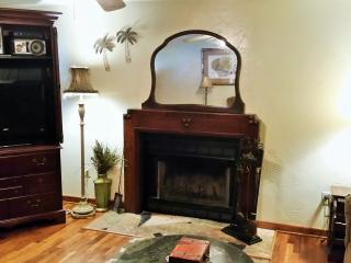 1900\\\'s Fireplace and 32 in Flat Screen rocu provided and free netflix