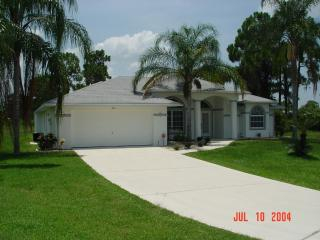 Spacious comfy Custom 3/2-Bedroom,  heated Pool, Punta Gorda