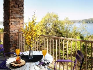 Luxury 2BR/BA Lakefront Condo: Amazing Fall Colors
