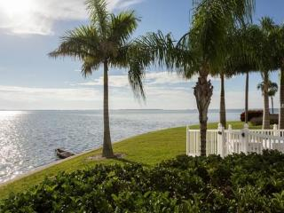LUXURY WATERFRONT CONDO ON ISLA DEL SOL/St.Pete's