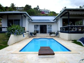 Villa Tiare -Tahiti - jardin vue lagon & piscine