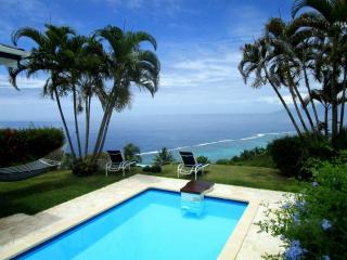 Villa Tiare -Tahiti - jardin vue lagon & piscine, Punaauia