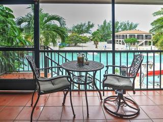 Enjoyable 3BR Marathon House w/Wifi, Private Dock & Stunning Views  - Great Waterfront Location on Canal, Close to Beaches & Restaurants!