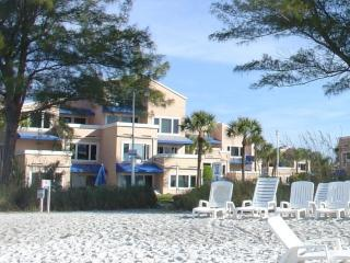 Beachfront resort - heated pool + tennis - discounts!