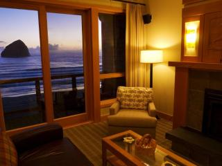 Luxury, ocean-front, pets okay, grill, wifi, bikes