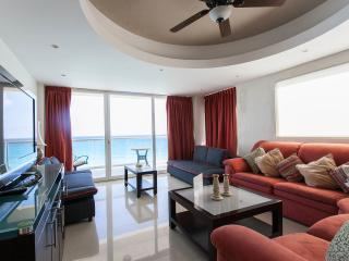 BEACH FRONT CONDOS IN CANCUN'S HOTEL ZONE., Cancun