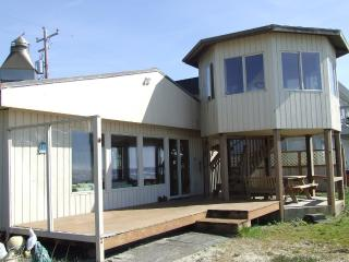 Beachfront Cabin, on the Ocean, enjoy the sunsets!, Rockaway Beach