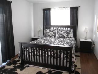 Queen bed with attached bath room. Right Unit