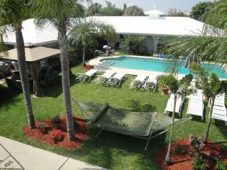 2BR Boutique villa by the Ocean, Beach,heated pool, Fort Lauderdale