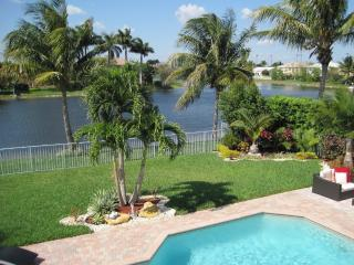 BEAUTIFUL AND SPACIOUS LAKEVIEW HOME LOCATED IN A CALM GATED AREA - SLEEPS 10