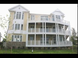 Luxury vacation condominum with private beach, Chester