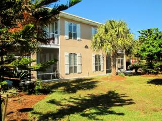 Scarlett*3BR3.5BA*Walk to the Beach*2 Living Areas, Destin