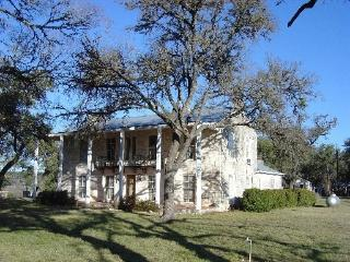 Bluebonnets Galore in Hill Country! 5BR on 7 acre, Spring Branch