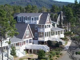 Americana-Large Family Beach Home-Hot Tub-Bikes-Wi, Depoe Bay