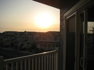 3 BR Condo, Elevator, Pool, Views!!, Wildwood Crest