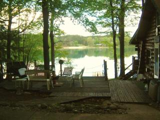 Lakefront Cottage on Beautiful Dixon Lake