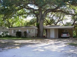 Bargain Quiet Cozy Home under Canopy of Oak Trees, Vero Beach