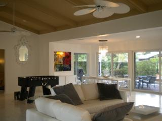 Modern Home On Golf with Pool, Fort Lauderdale