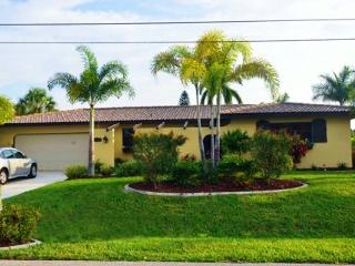 Waterfront Luxury Caribbean pool home, Down town, Cape Coral