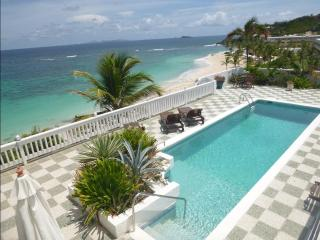 Amazing beachfront vacation Villa in best location, Philipsburg