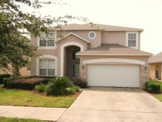 Great Villa with 7 Bedrooms, a Pool, and is  3 miles to Disney, Kissimmee