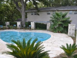 Vintage 4000sq, Pool, Boat, New Braunfels