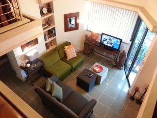 3BR/3BA/5 Air Cons 2 level penthouse Sleeps 6-8, San Juan