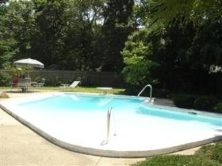 Pool, downtown Falmouth, Wifi, A/C, ping pong!