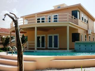 Spacious 3bd Beach Villa with Private Pool, San Pedro