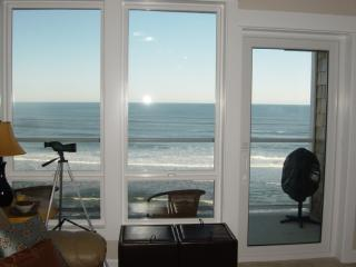 2 Bdrm, Top Floor, Best Oceanfront Views + HOT TUB, Lincoln City