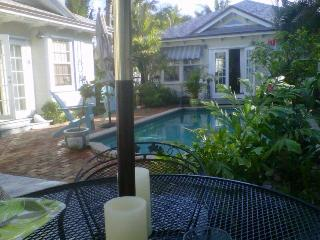 Charming Key West Villa Surrounding Heated Pool, Lake Worth