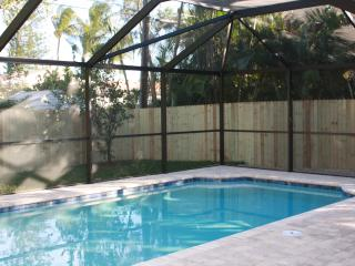 Private 3 bedroom Pool Home minutes walk to Vanderbilt Beach, Naples