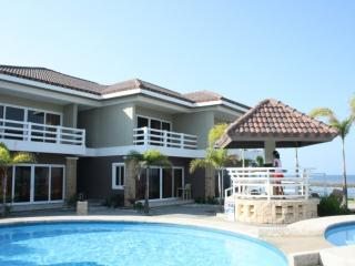 BEACH FRONT, Like brand new 3 year old unit- villa, Morong