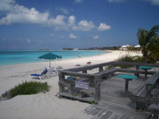 Enjoy turquoise waters of Treasure Cay Beach