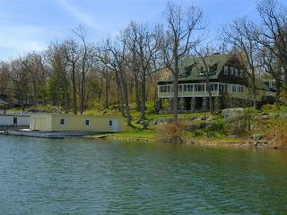 Gorgeous 6 BR House on the Water, Wellesley Island