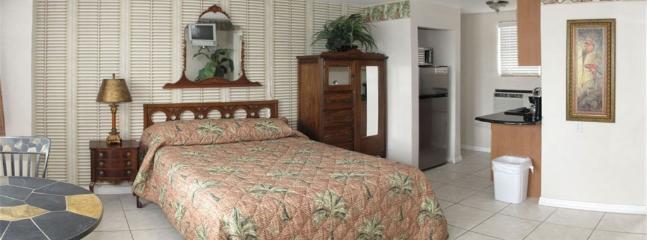 Queen traditional suite, very cozy