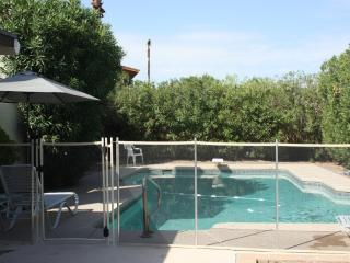 Gorgeous 3BR/2BA Villa, Huge Heated Pool, Scottsdale