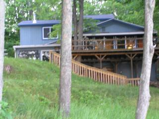 Mich. lakefront home- sleeps 12 -spectacular view!, LeRoy